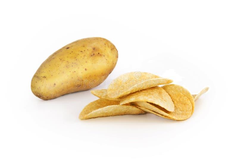 与芯片的新鲜的土豆 图库摄影