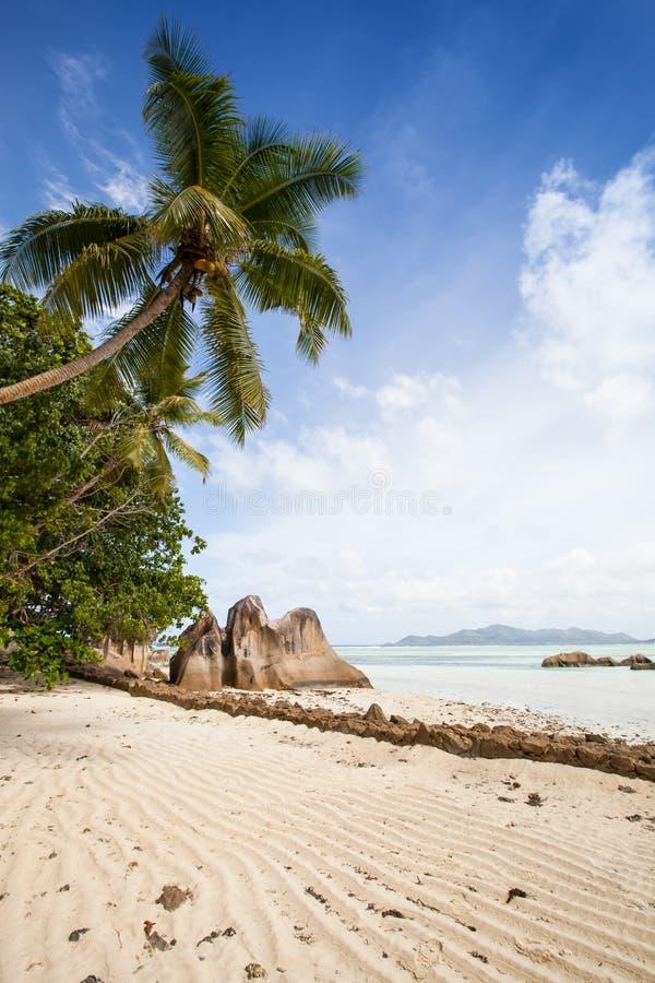 与花岗岩岩石的热带海滩 库存图片
