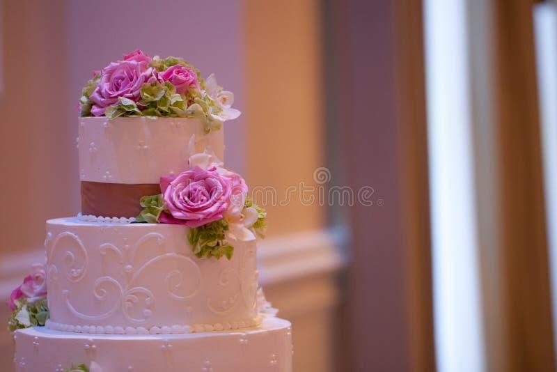 与花的婚宴喜饼 图库摄影
