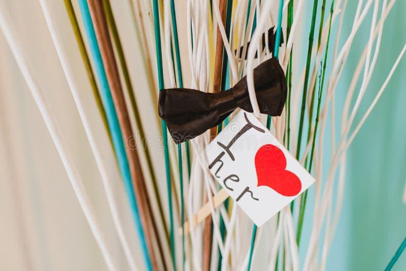 与花的浪漫情人节纸爱题字 免版税图库摄影