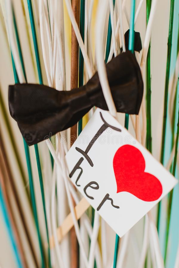 与花的浪漫情人节纸爱题字 库存图片