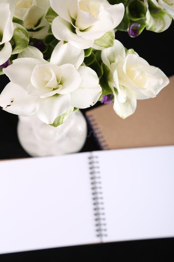与花的笔记本记忆 免版税库存照片