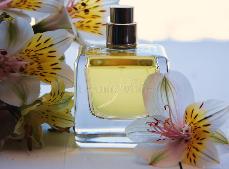 与花的香水 库存图片