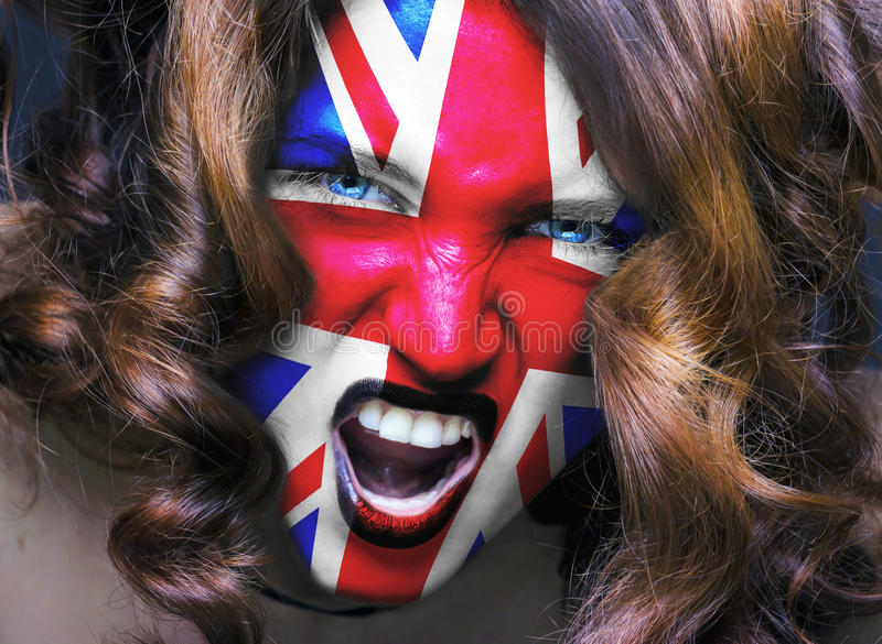 与英国旗子的足球迷被绘在面孔 库存图片
