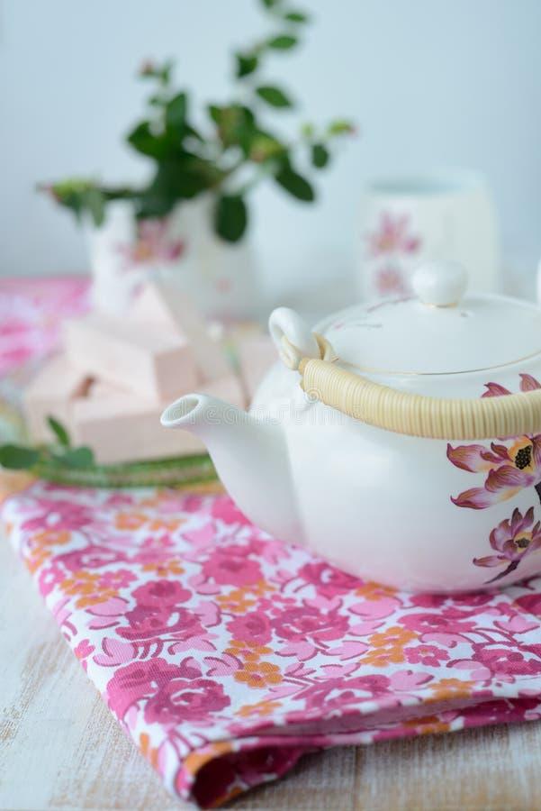 与茶壶的静物画 库存图片