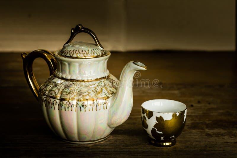 与茶壶的静物画 库存照片