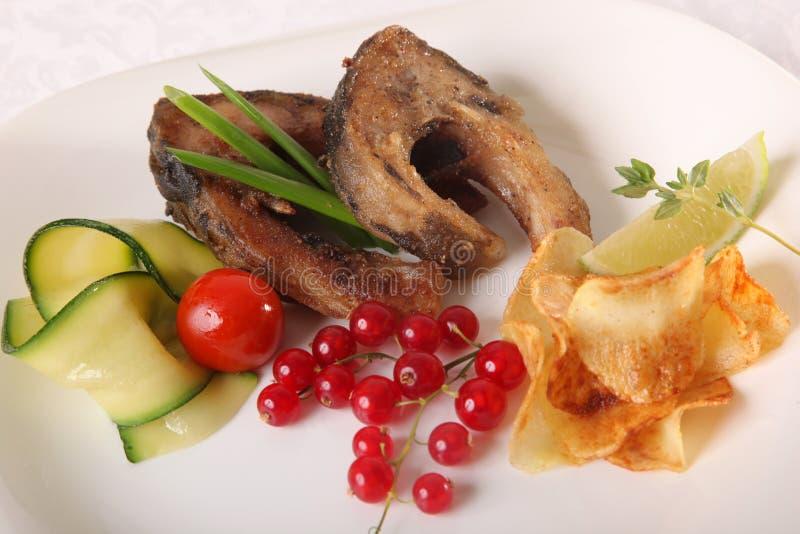 Download 与菜和小汤的鱼 库存照片. 图片 包括有 工厂, 正餐, 附属程序, 烹调, 食物, 膳食, 烹饪, 绿色 - 72362366