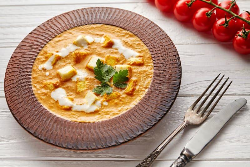与菜和白汁关闭的沙赫paneer印度素食masala小汤亚洲膳食 免版税图库摄影