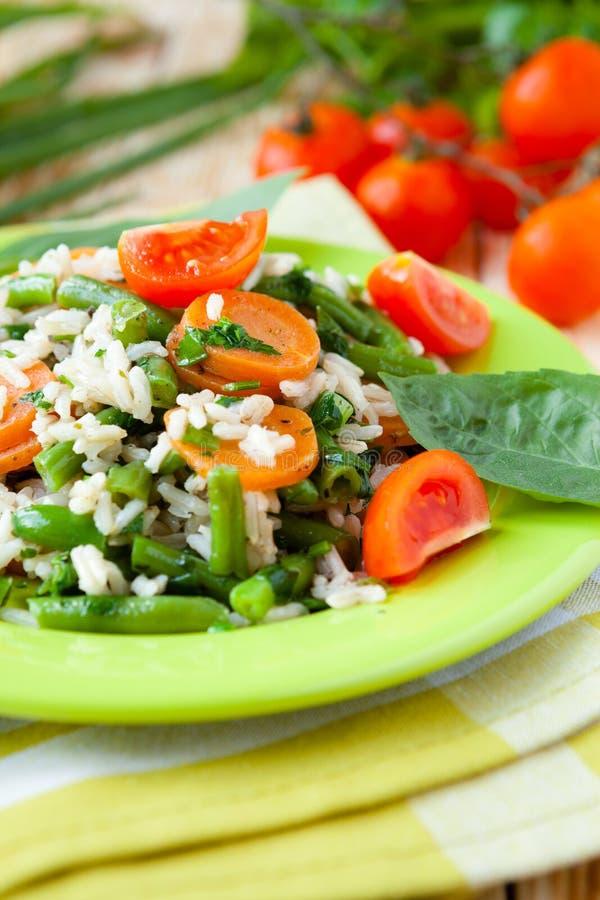 与菜和草本的煮沸的米 免版税库存照片