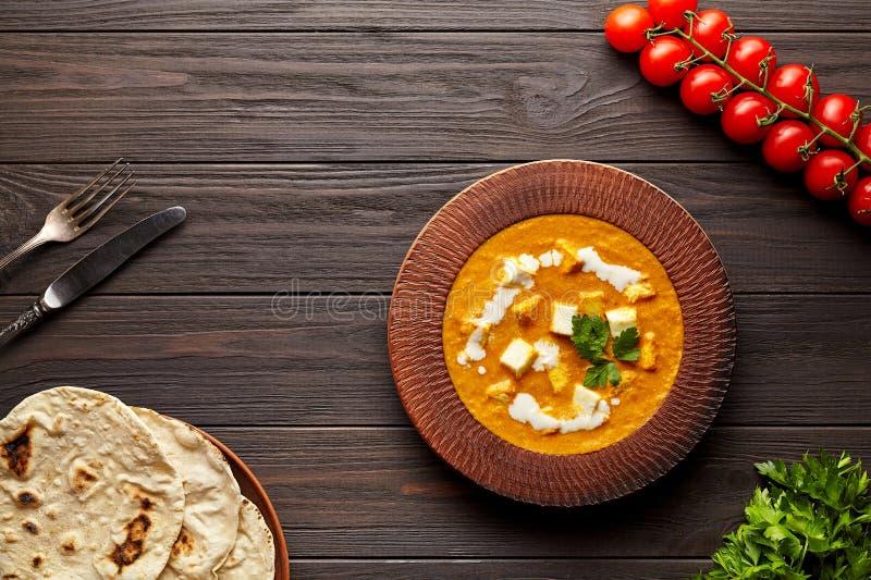 与菜和黄油paneer乳酪的沙赫paneer传统印度素食masala小汤膳食 图库摄影