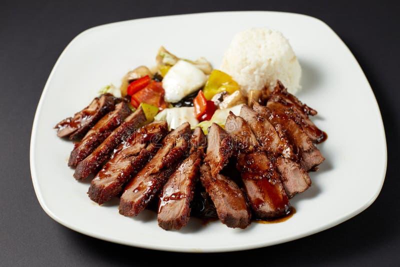 与菜的中国鸭子 亚洲食物 亚洲烹调 库存照片