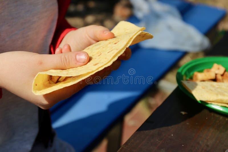 与菜的开胃玉米粉薄烙饼 免版税库存图片