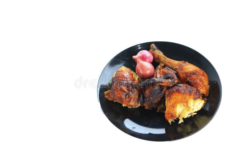 与菜的烤鸡在板材 免版税库存图片