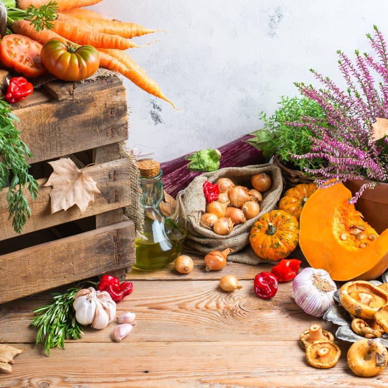 与菜的秋天秋天装饰欢乐感恩背景 免版税库存图片