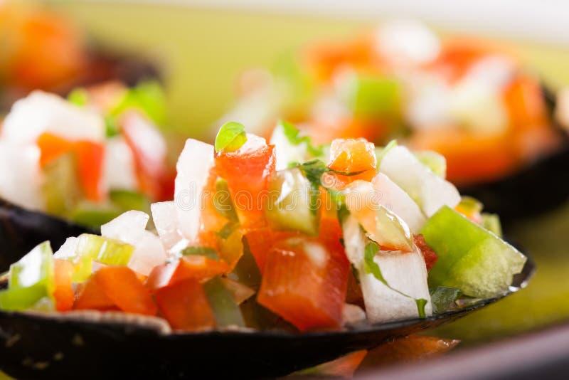 与菜的蒸的淡菜剁碎 免版税库存照片