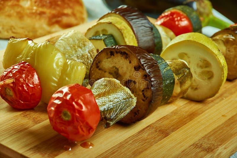 与菜的西西里人的鳕鱼kebab 库存图片