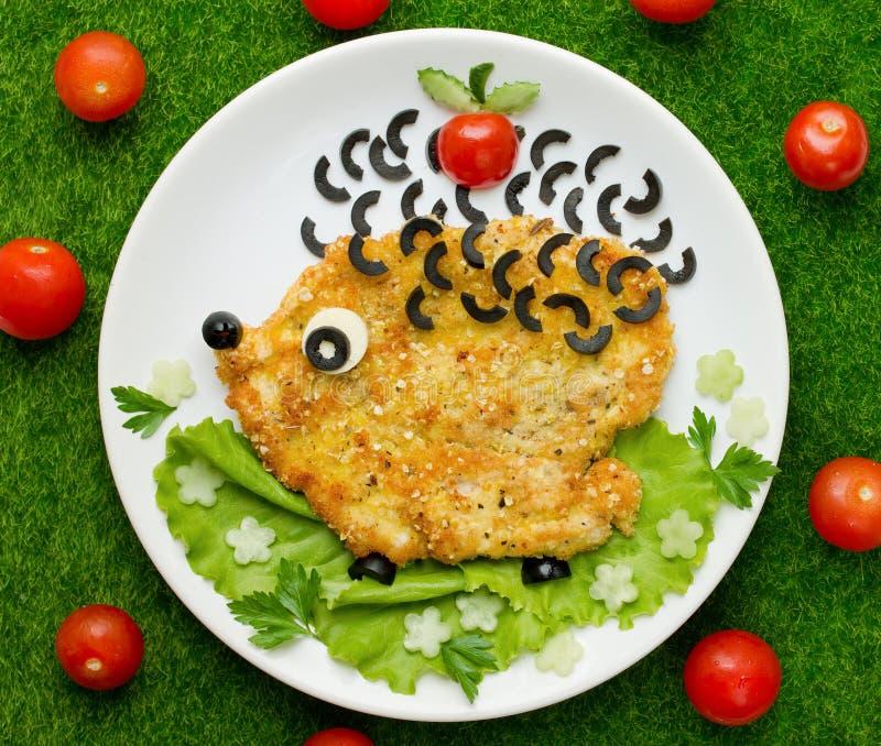 与菜的鸡炸肉排塑造了滑稽的猬 图库摄影