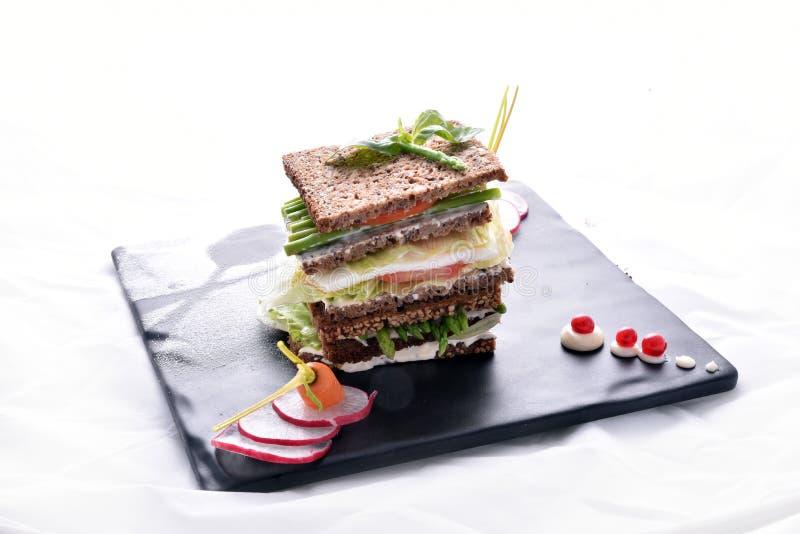 与菜&调味汁的芦笋三明治 库存图片