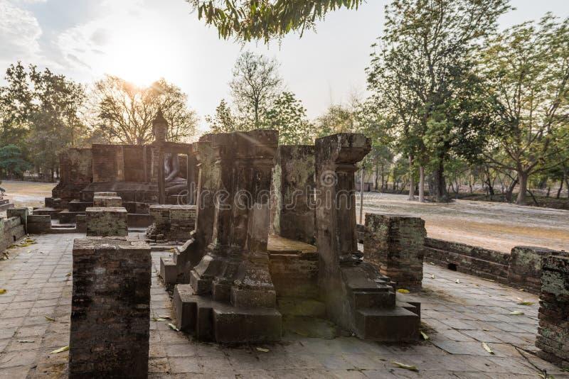 与菩萨雕象的废墟Wat Si密友的,泰国 库存图片