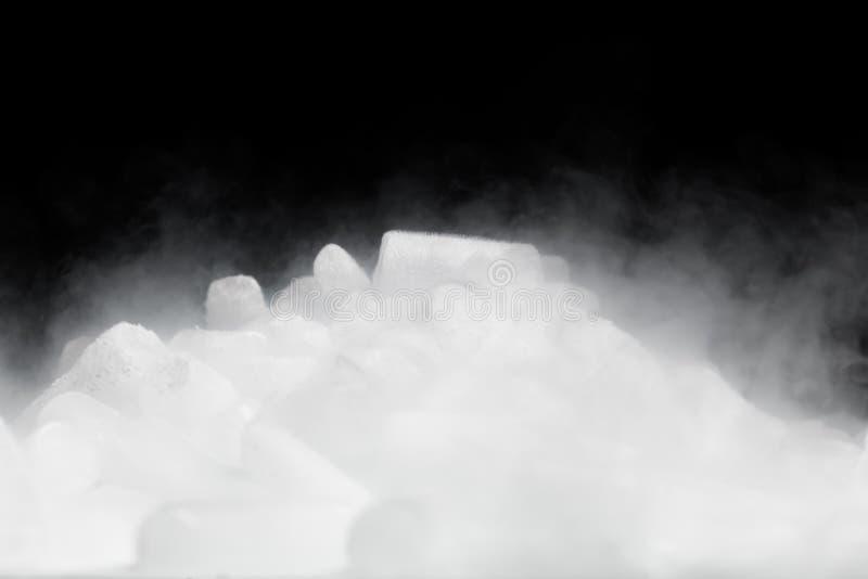 与蒸气的干冰 免版税库存照片