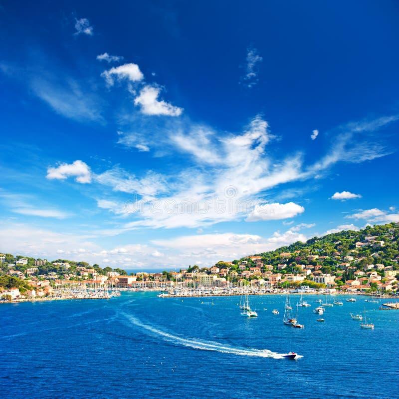 与蓝天的美好的地中海风景 库存照片