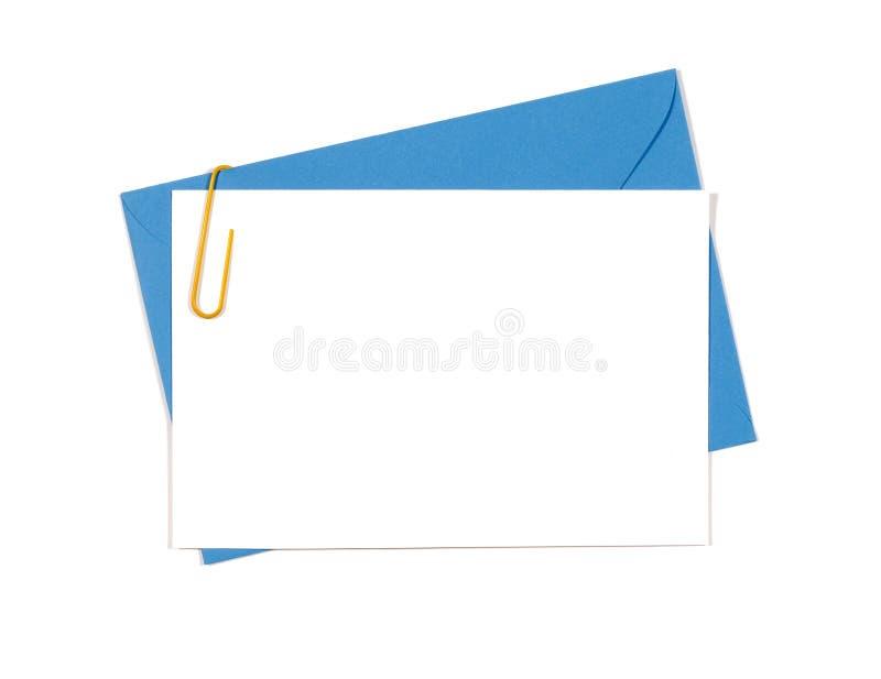 与蓝色信封的空白的消息或邀请卡片 免版税库存图片