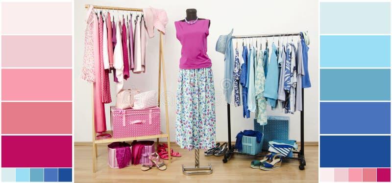 与蓝色和桃红色衣裳、鞋子和辅助部件的衣橱有颜色样片的 免版税库存照片