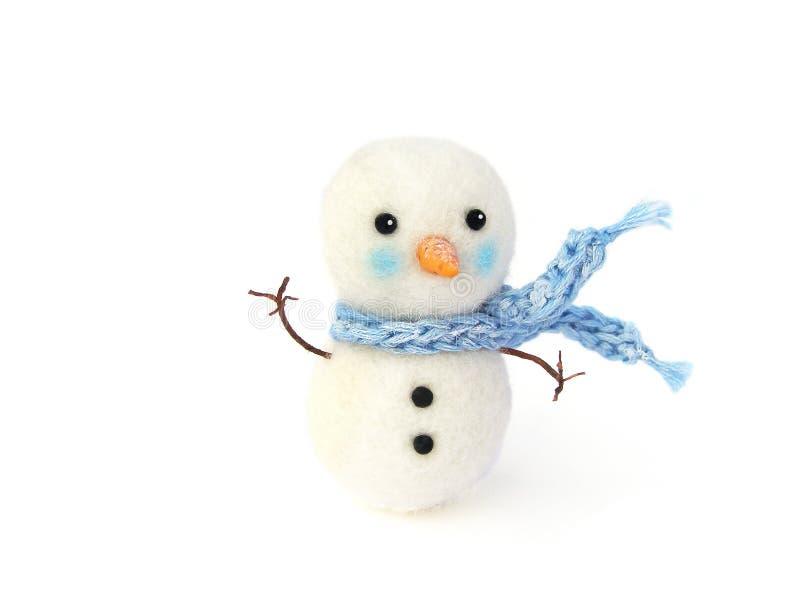 与蓝色围巾的照片微型假雪人在白色背景 圣诞节和新年` s的例证的照片戏弄 Dollhous 免版税库存图片