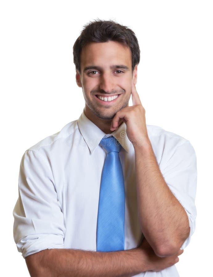 与蓝色领带的精明的商人 免版税库存图片