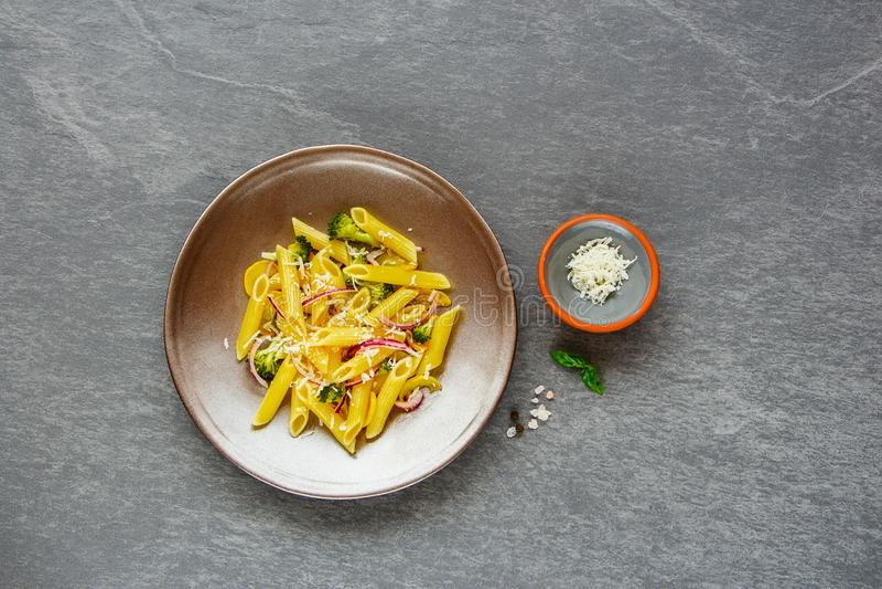与蔬菜的意大利面食 免版税库存图片