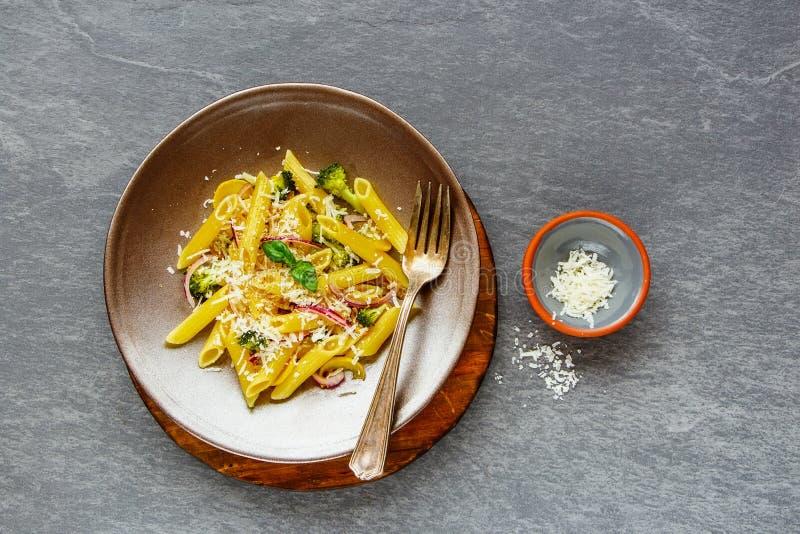 与蔬菜的意大利面食 免版税库存照片