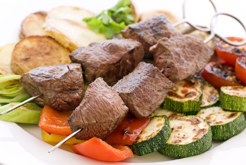 与蔬菜的肉串 库存图片