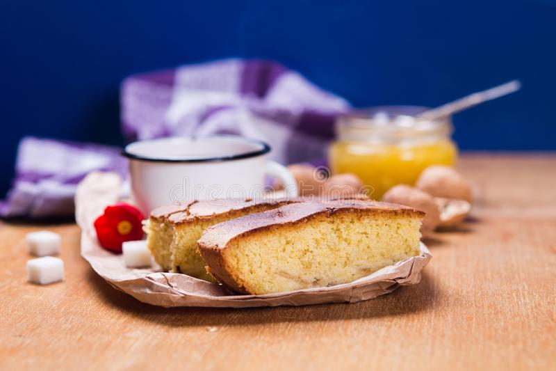 与蛋糕的茶 免版税库存图片