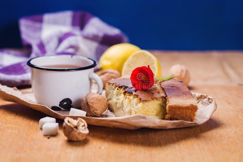 与蛋糕的茶 免版税图库摄影