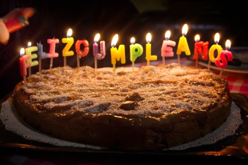 与蜡烛的信件的一个蛋糕 库存照片