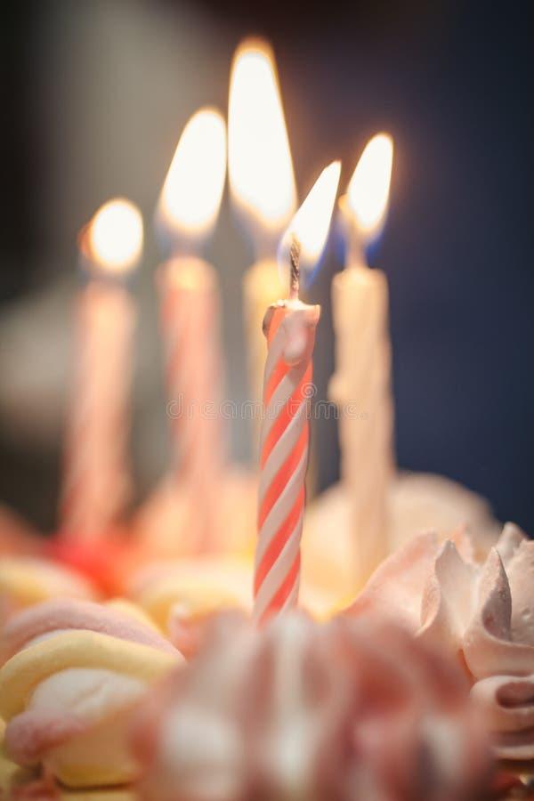 与蜡烛的蛋糕 免版税图库摄影