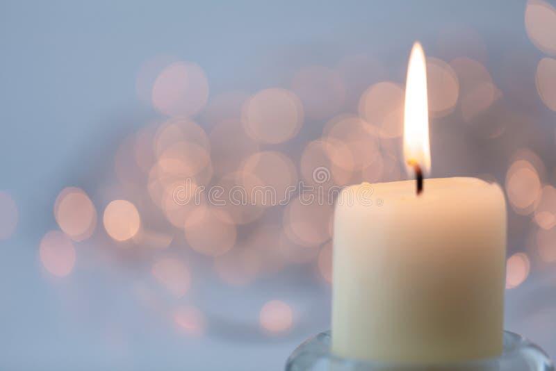 与蜡烛的轻的抽象迷离 库存照片