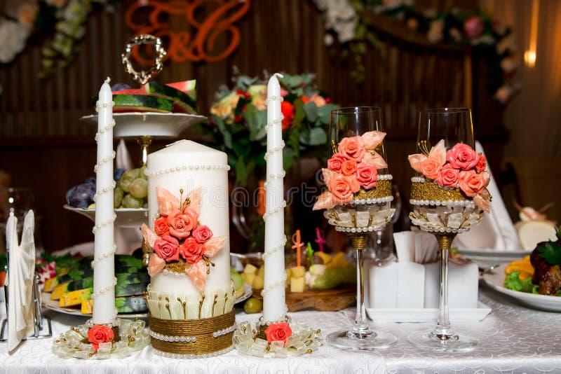 与蜡烛的香宾玻璃准备好庆祝 图库摄影