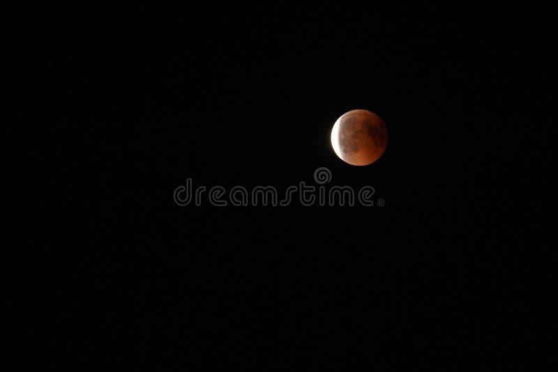 与血液月亮的全面月亮蚀在关闭 库存图片