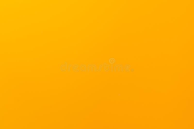 与表面无光泽的纹理的黄色单色背景 r 免版税库存照片