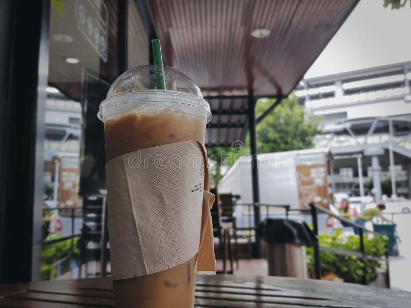 与被冰的浓咖啡咖啡饮料的松弛时间 免版税库存图片