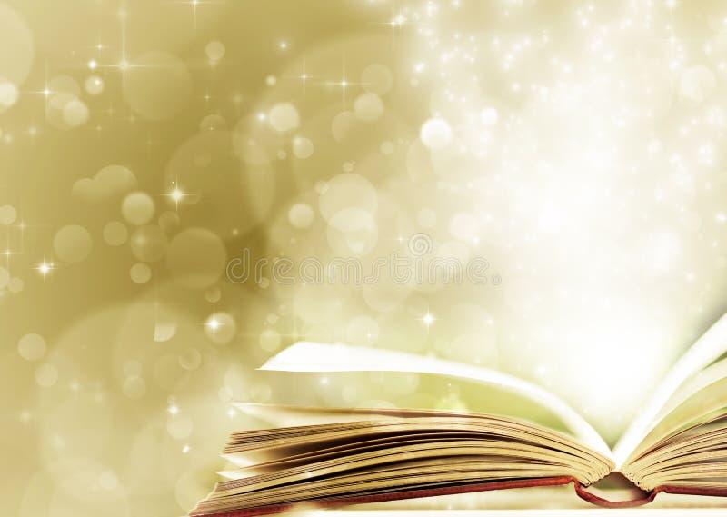 与被打开的不可思议的书的圣诞节背景 免版税库存照片