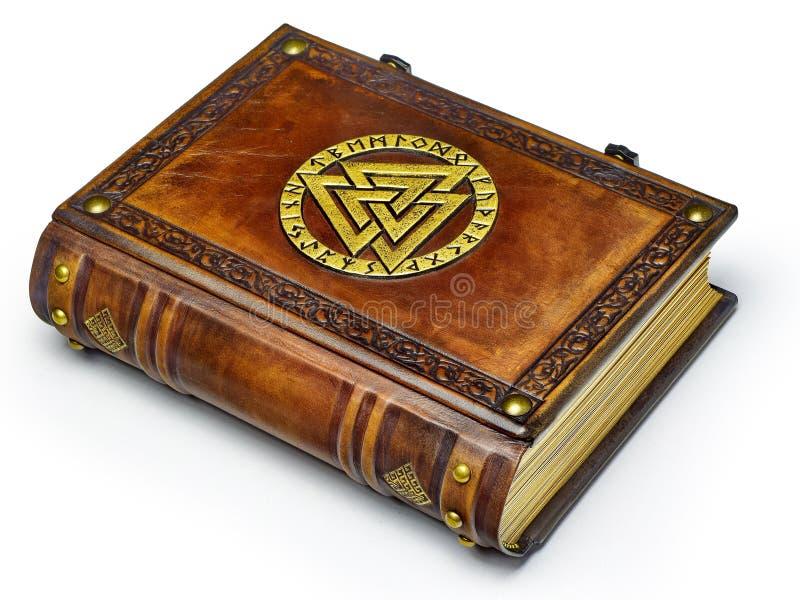 与被镀金的奥丁的标志的葡萄酒皮革书,围拢与诗歌 免版税图库摄影