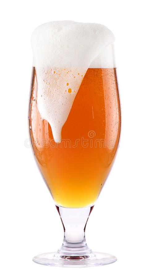 与被隔绝的泡沫的冷淡的新鲜的啤酒 图库摄影