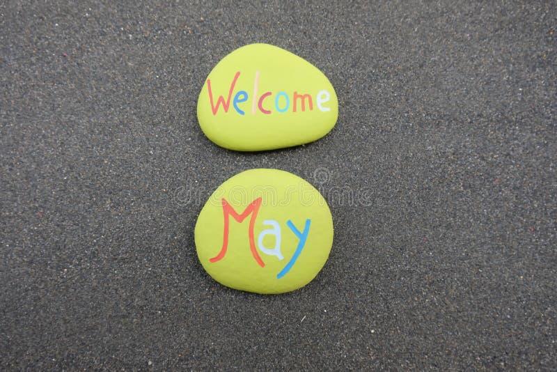 与被雕刻的和色的石头的受欢迎的5月 免版税库存照片