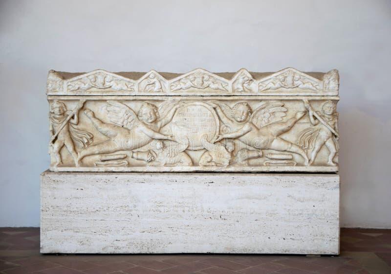 与被雕刻的天使的一块殡葬平板在Diocletian浴被看见在罗马 图库摄影