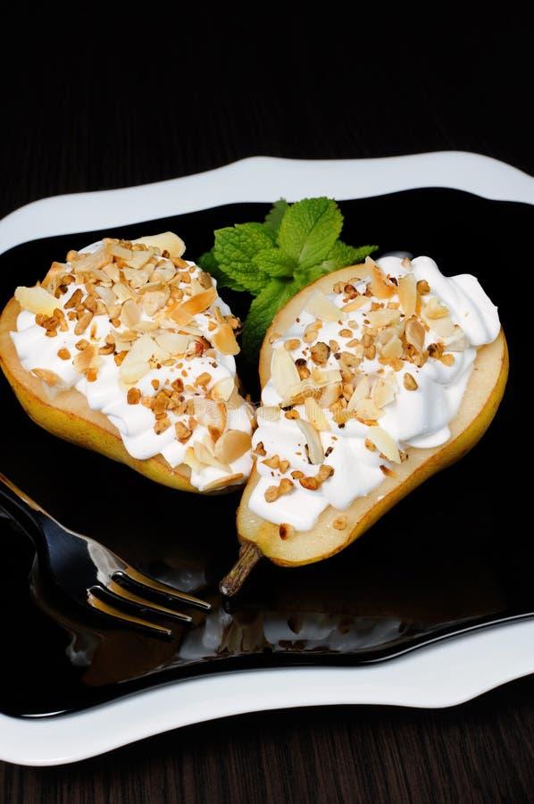 Download 与被鞭打的奶油和坚果的梨 库存照片. 图片 包括有 brunching, 多汁, 营养地, 一口, 美味 - 62538044