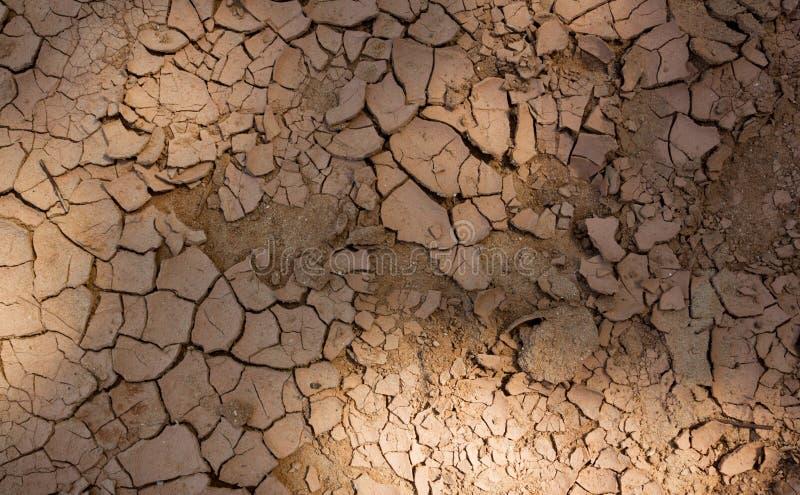 与裂缝的黄色海滩沙子纹理 库存图片