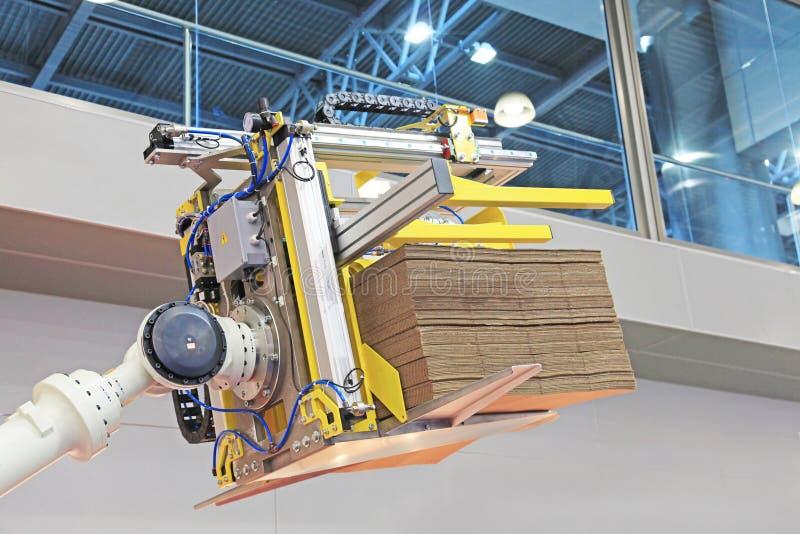 与装载的机器人装载者 免版税库存照片