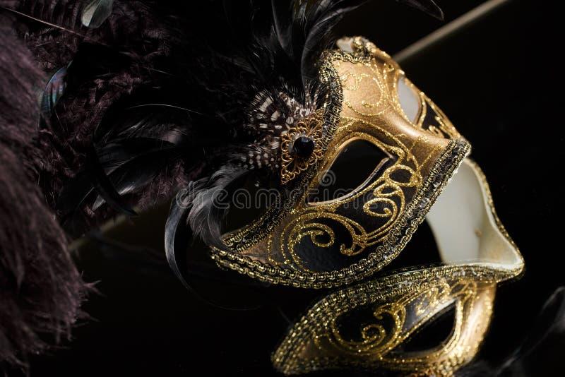 与装饰品的威尼斯式面具在黑背景 免版税库存图片